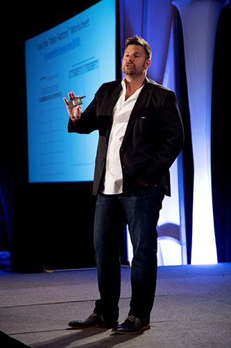 Tyson-Zahner-speaking-on-stage-to-aspiring-MLM-top-earners